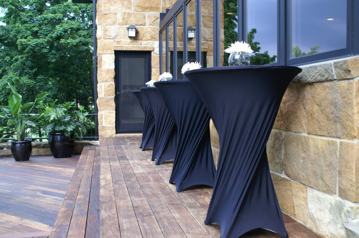 "30"" Round Cocktail Table With Spandex Black Tablecover"