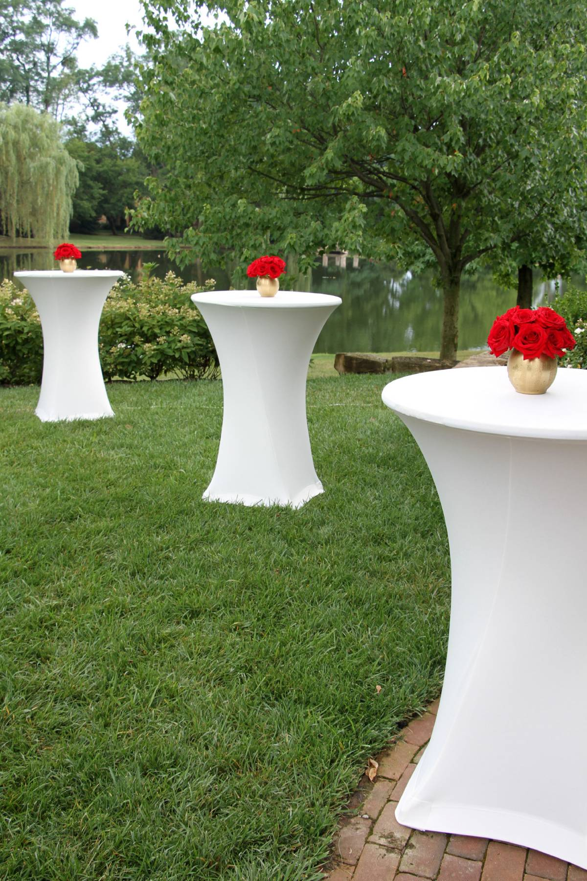 "30"" Round Cocktail Tables With Spandex Ivory Tablecovers"