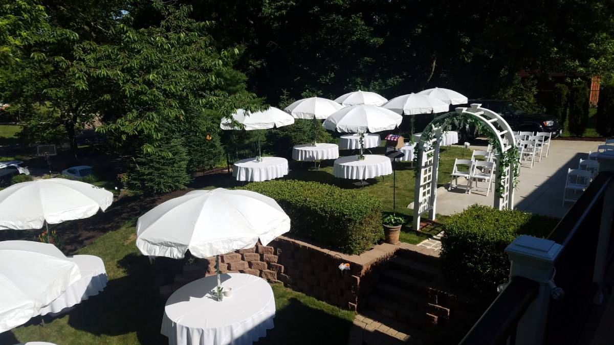 "Umbrella Tables With Umbrella Tablecloths 90"" Round White With White Arch"